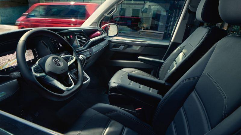 vw Volkswagen Multivan 6.1 Highline 7-seter familiebil minivan maxitaxi persontransport interiør førerhus førersete digital cockpit We Connect navigasjon GPS
