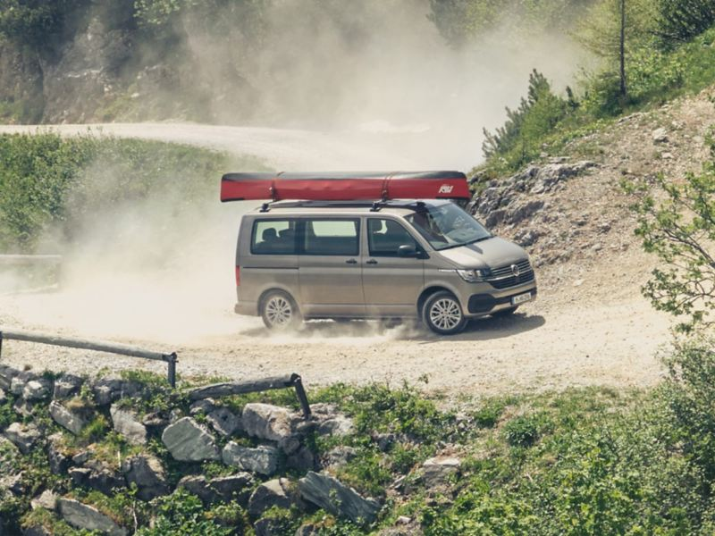 Provkörning av VW Multivan uppför en backe