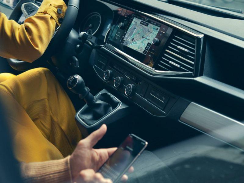vw Volkswagen Multivan 6.1 Highline 7-seter familiebil minivan maxitaxi persontransport klimaanlegg climatronic aircondition smartelefon