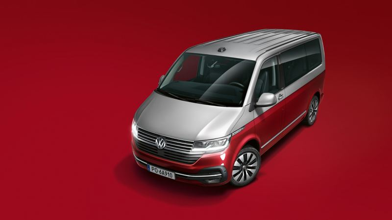 Volkswagen Multivan 6.1 Cruise na czerwonym tle.