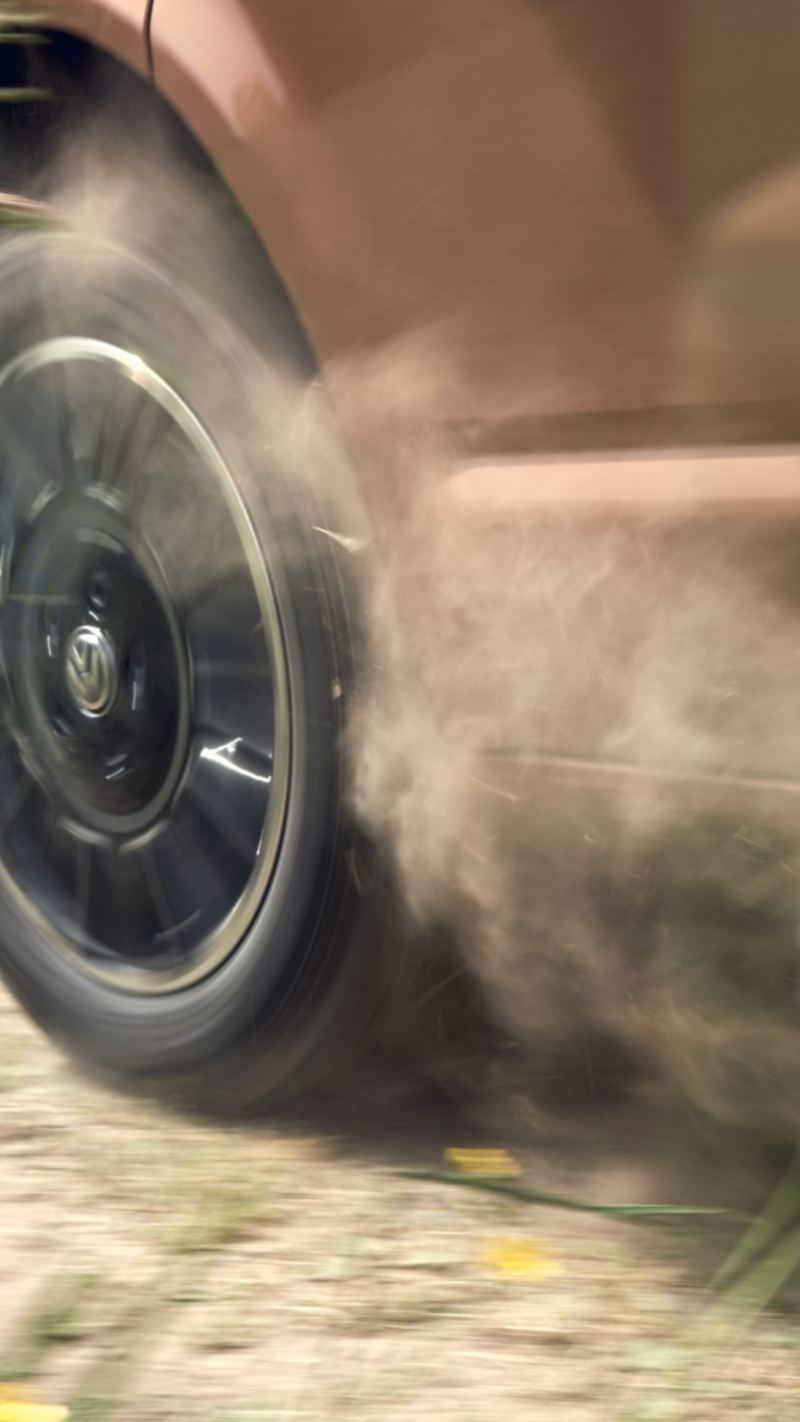 VW Multivan 6.1 i närbild fälgar
