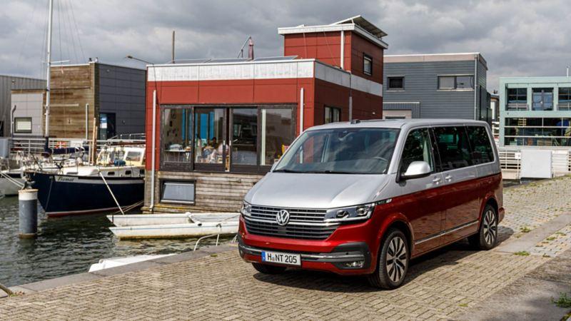 Nya VW Multivan T6.1 i småbåtshamn
