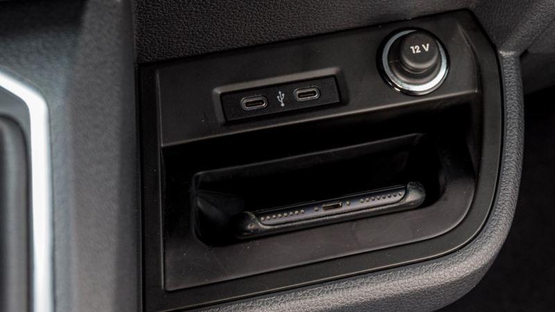 Praktisk förvaring för mobiltelefon i nya VW Multivan T6.1