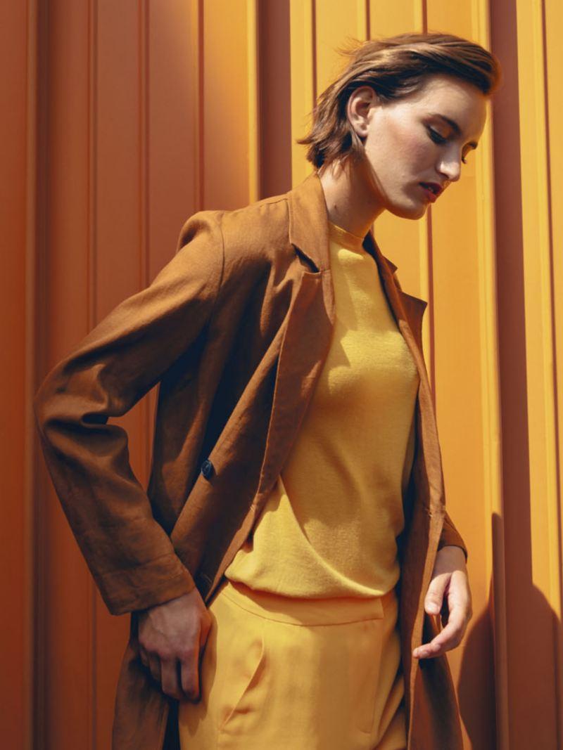 Nueva Imagen Volkswagen Mexico - Mujer pared amarilla
