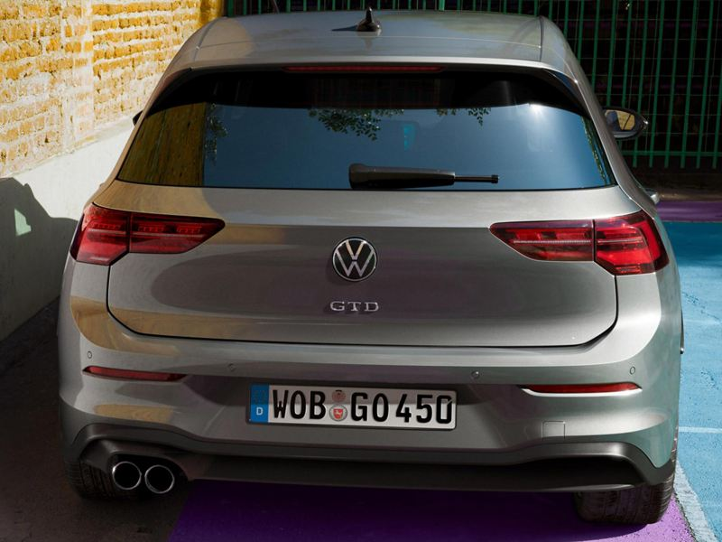 Focus on the bonnet and engines of the Golf GTD