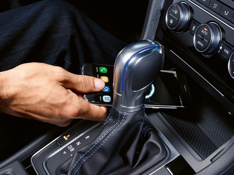 a smartphone being placed kept in the Golf GTE interior