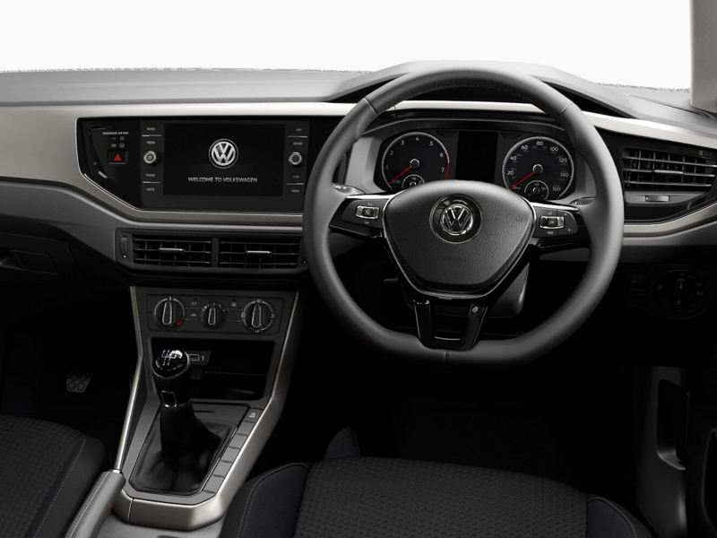 Polo SE interior: dashboard and steering wheel