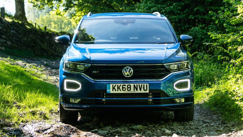 Front shot of a blue Volkswagen T-Roc, parked in rugged terrain