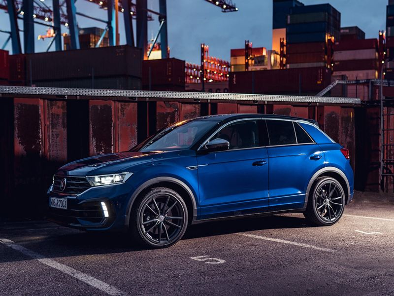 A blue Volkswagen T-Roc R parked in the night