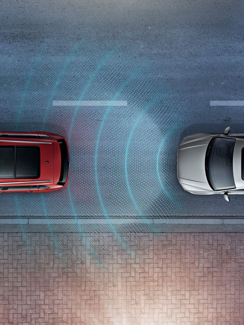A silver Tiguan Allspace driving behind a red Volkswagen Tiguan using the Traffic Jam Assist feature
