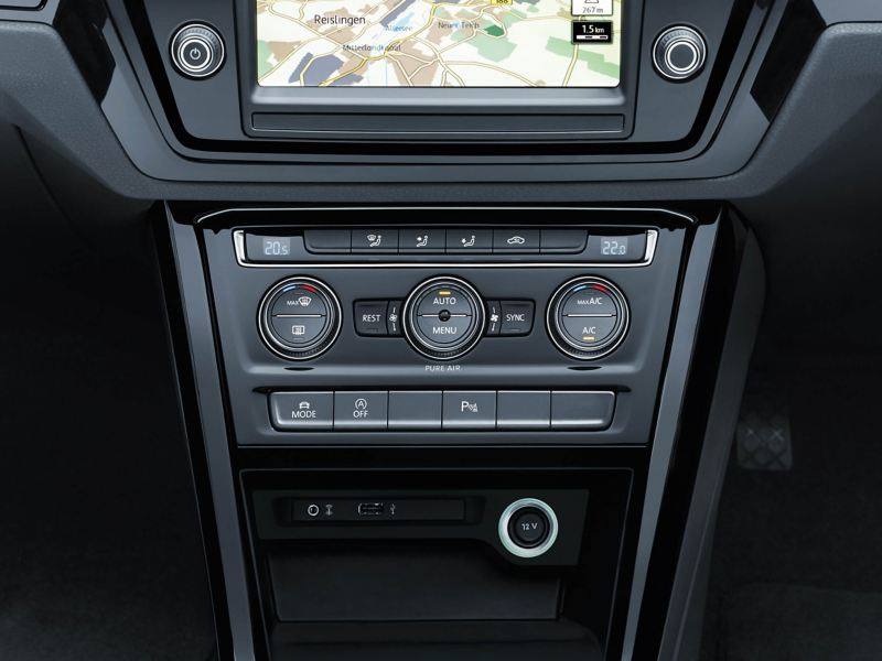 The Climate Control on the centre console of a Volkswagen Touran