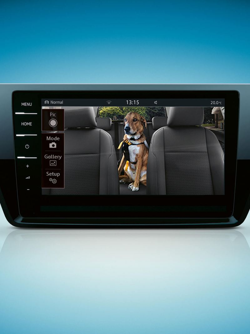 The touchscreen of the centre console showing the Cam-Connect feature
