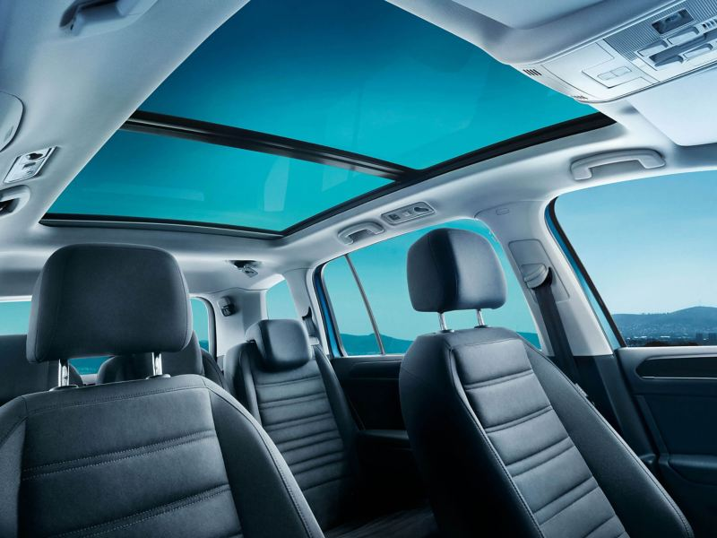 The interor of a Volkswagen Touran with the panoramic glass sunroof in focus