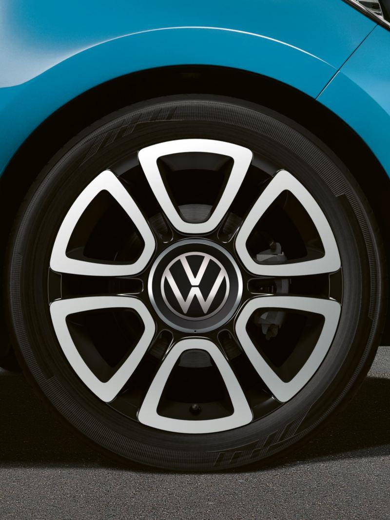 """triangle black"" alloy wheel"
