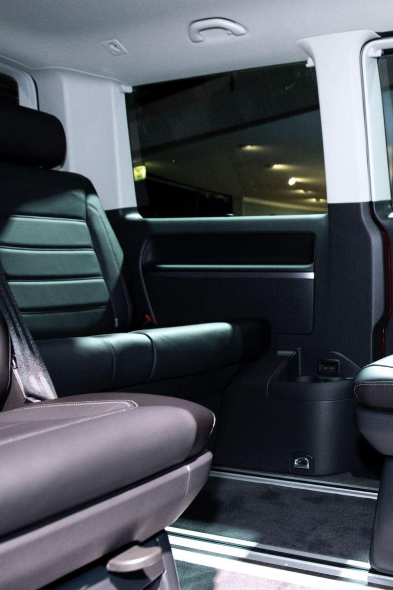 Volkswagen Caravelle 6.1 interior seating