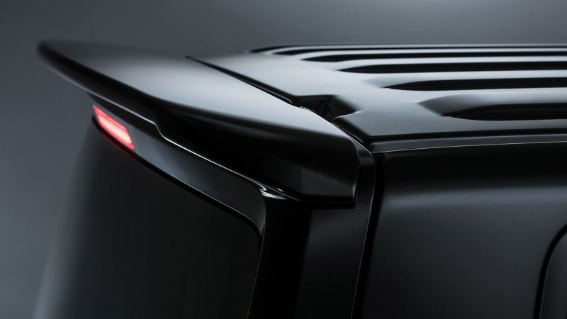 Sporty rear roof spoiler