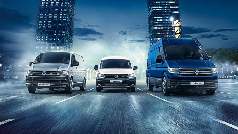 Transporteur, ABT e-Caddy et Crafter conduisent côte à côte sur une même route.