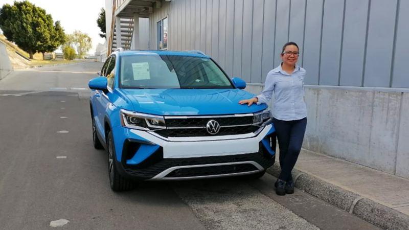 Isabel Jaramilo parada SUV Nuevo Taos Volkswagen