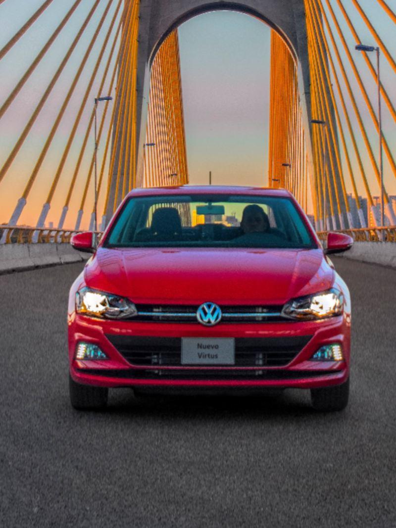 Nuevo Virtus 2020, el auto sedán sobre puente vial - Adquiérelo con Volkswagen ¡Ya!