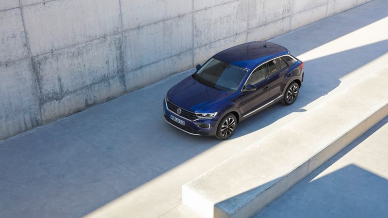 T-Roc UNITED exterior 1/4 front in front of concrete facade