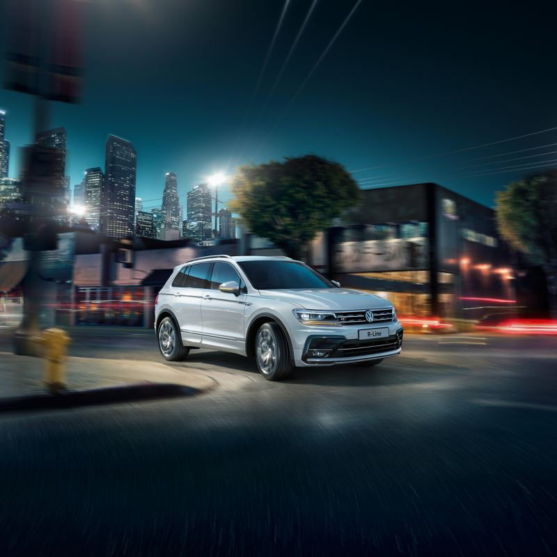 Night shot of the Volkswagen R-Line