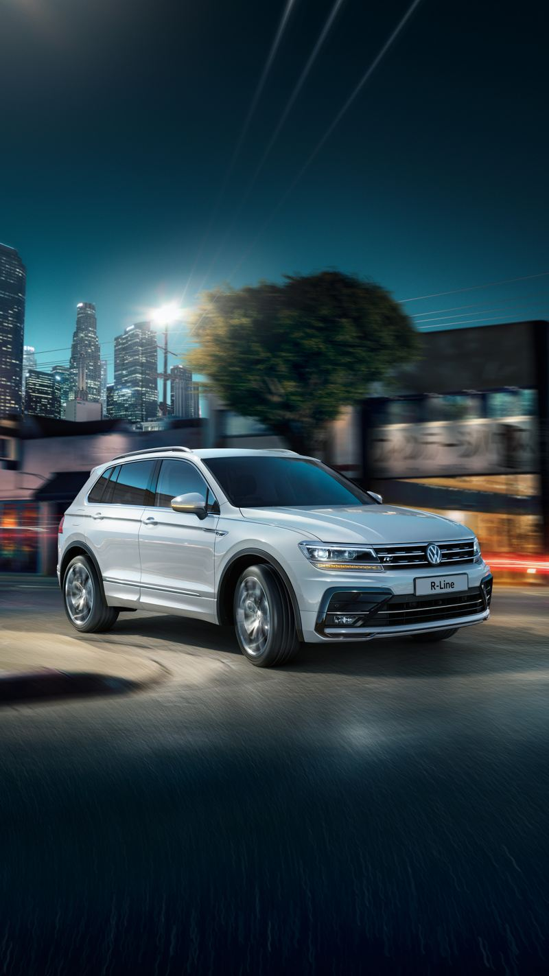 Night shot of the T-Cross Volkswagen R-Line, city backdrop.
