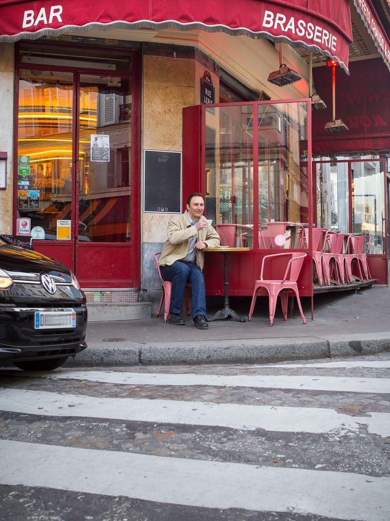 La e-up! devant la Tour Eiffel