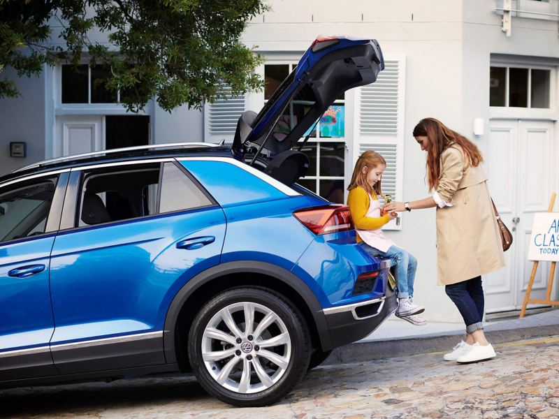 Woman and child at the back of T-Roc