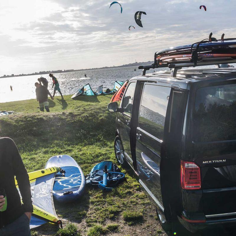 Volkswagen Multivan på stranden