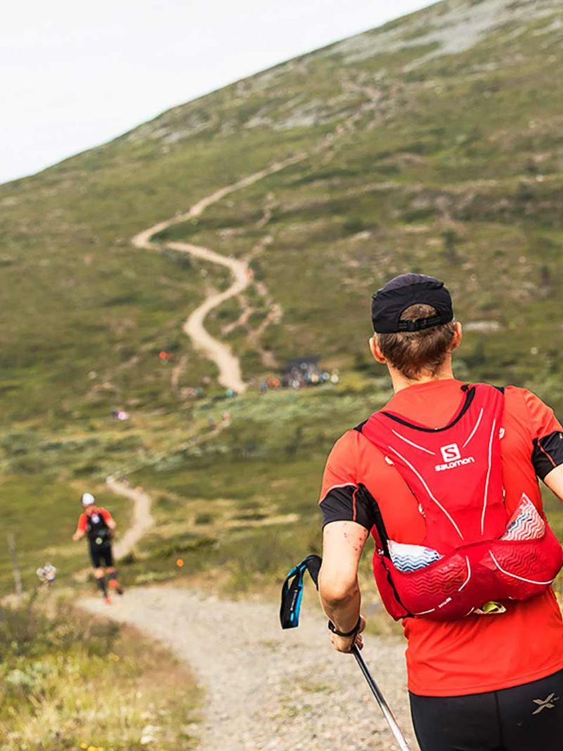 På väg uppför bergen. Foto Alexander Kuznetsov