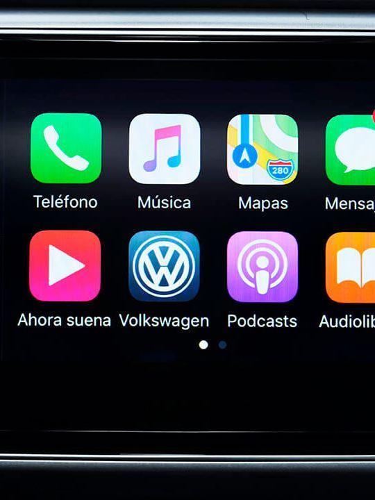"""Pantalla táctil de 8"""" en interior de SUV Teramont 2019 con Apple Car y Android Auto"""