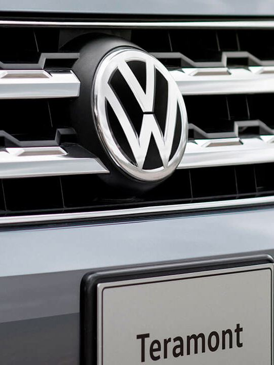 Parrilla con emblema de Volkswagen equipado en parte frontal del SUV Teramont 2019