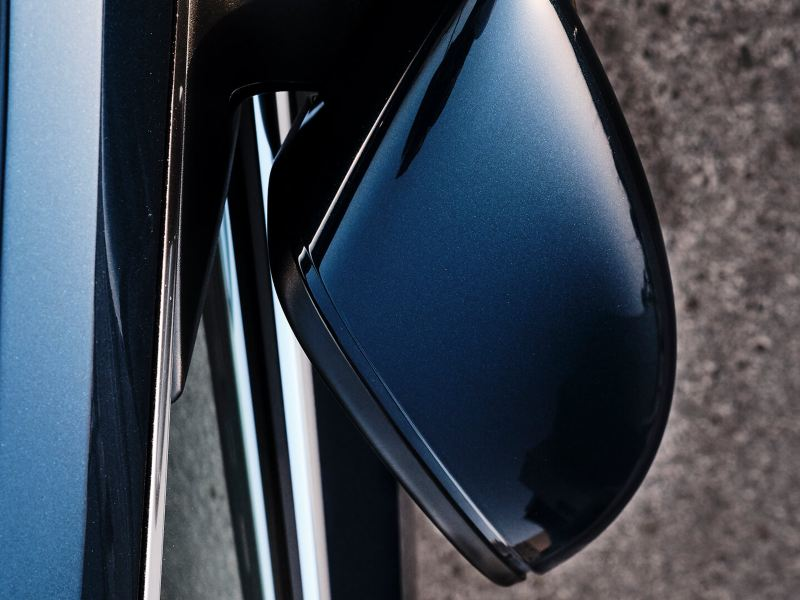 Top view of the 2020 Volkswagen Passat wing mirrors