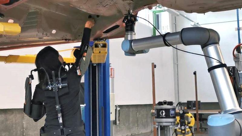 Planta VW de México - Técnico durante producción de automóvil Volkswagen