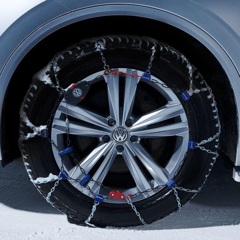 Une Volkswagen est équipée de roues complètes hiver