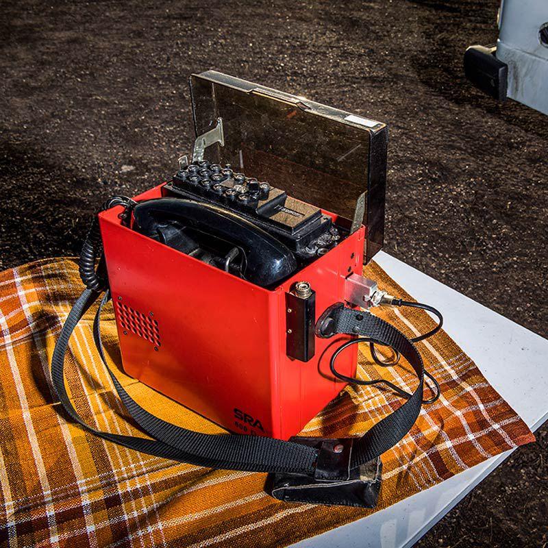 Röd radiomobiltelefon