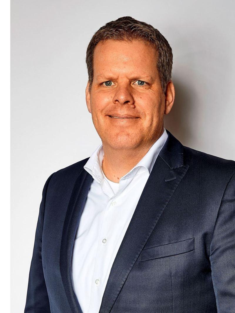 prof dr Carsten Intra