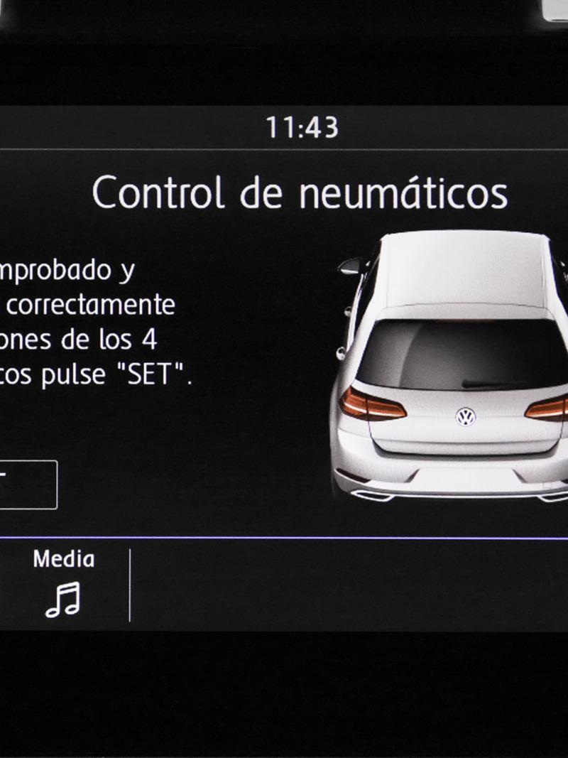 Radio con pantalla touchscreen de 8'' en interior de Golf 2020 de Volkswagen
