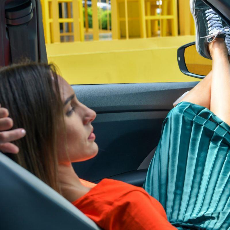 Conoce los riesgos de manejar cansado y cómo los coches Volkswagen te ayudarán a evitar accidentes