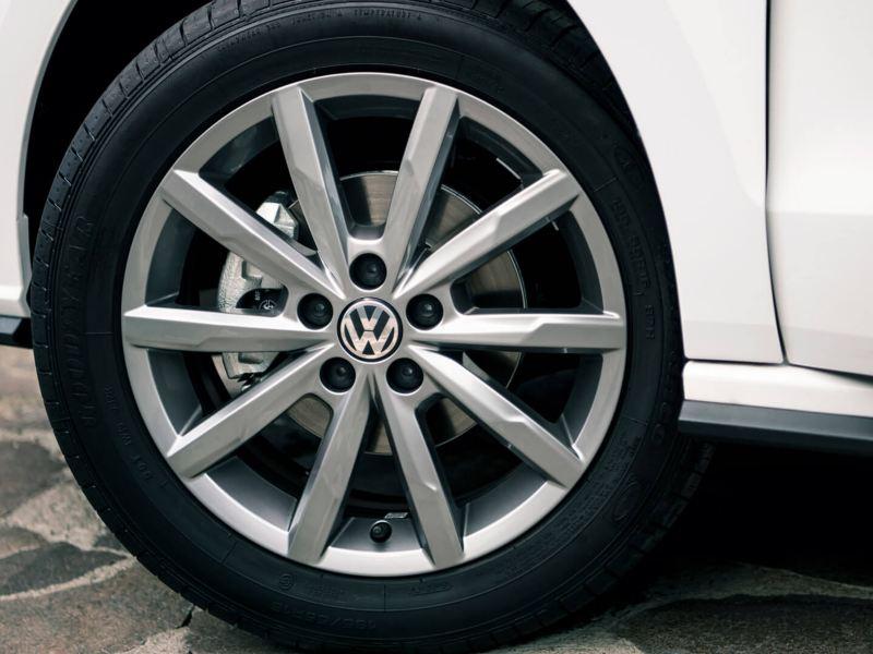 Rines de aluminio de 15 pulgadas presentes en Vento 2021 de Volkswagen México