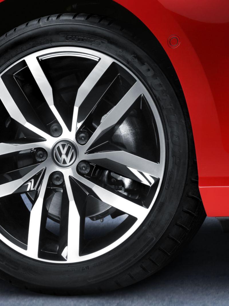 """Rines de aluminio de 17"""" presentes en Golf 2020 de Volkswagen"""