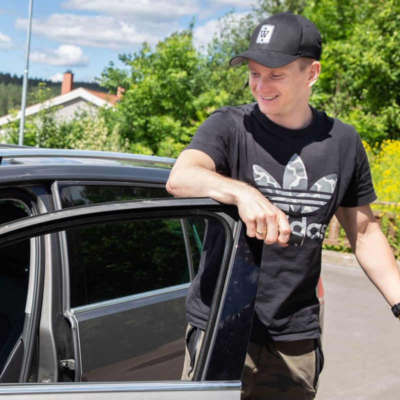 Robert Honningdalsnes er fornøyd med valgt tilbehør til bil