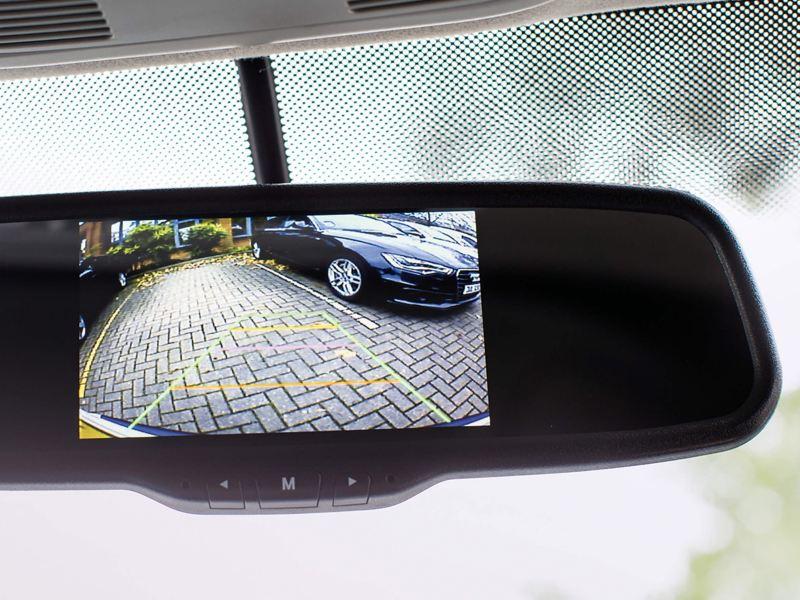 rear view camera in dashboard mirror