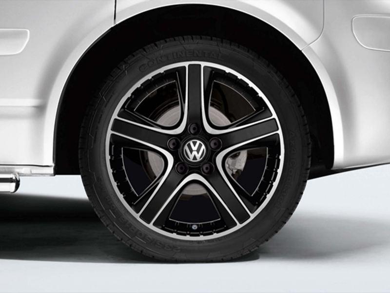 "18"" Dakar bi-colour alloy wheel"