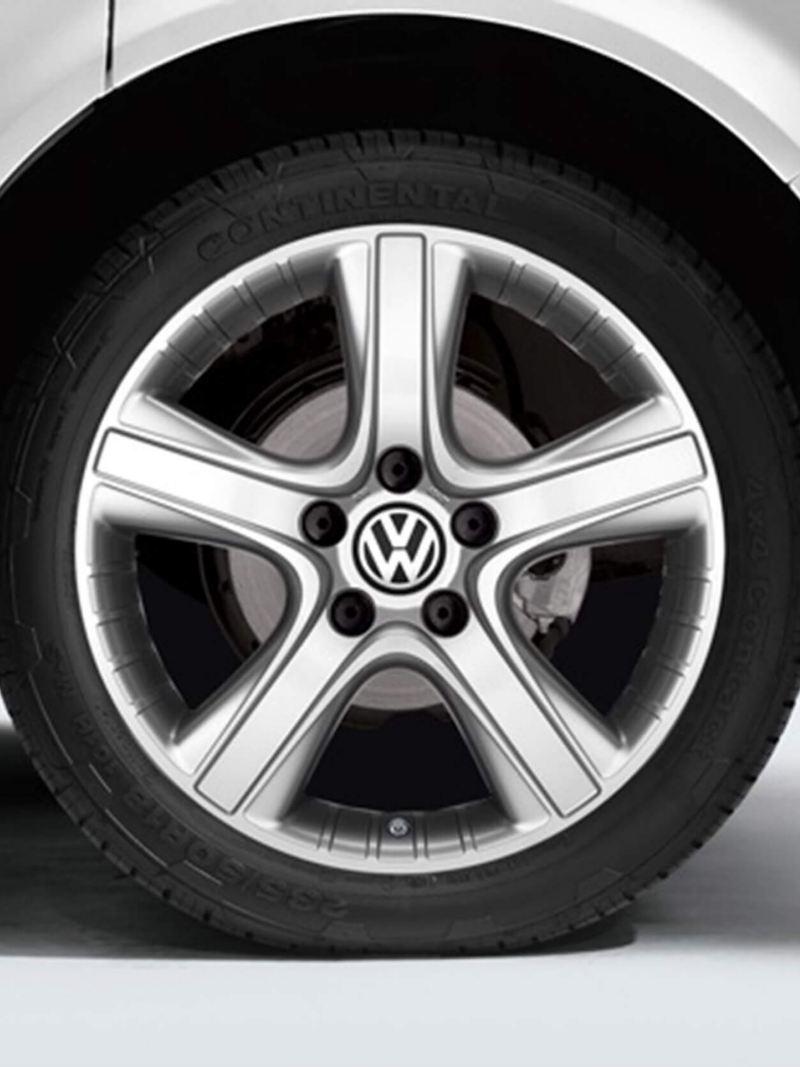 "18"" Dakar Silver alloy wheel"
