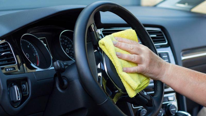 Agenda una cita para el servicio de limpieza profunda para autos Volkswagen en nuestros talleres VW