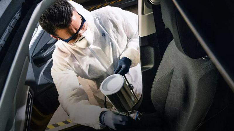 Servicio de limpieza profunda para automóviles y vehículos comerciales de Volkswagen