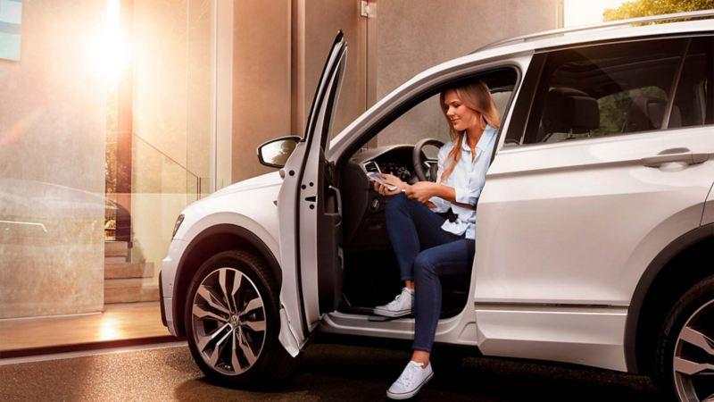 Camioneta de Volkswagen cubierta con Respaldo VW, el servicio integral de asistencia vial