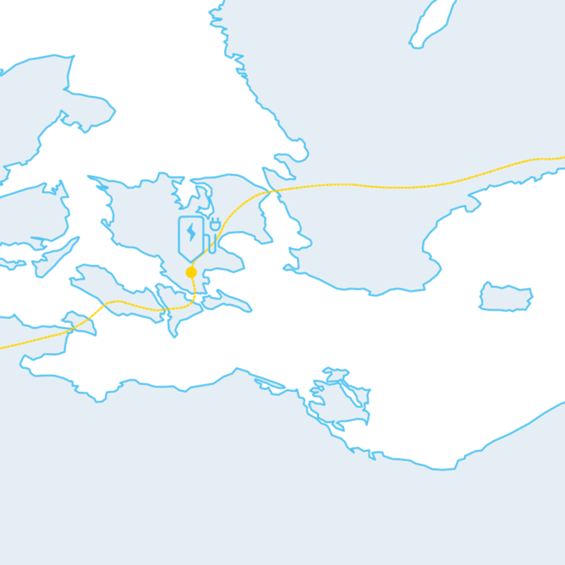 Carte montrant un long trajet et les stations de recharge sur la route.