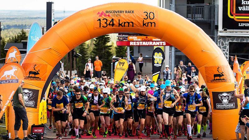 STARTSKOTTET för 134 kilometers löpning. Foto: Aapo Laiho